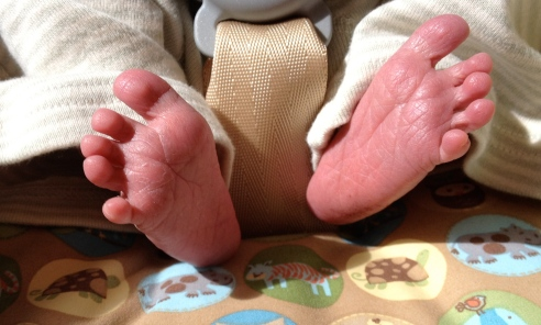 Sweet newborn feet. I miss them.